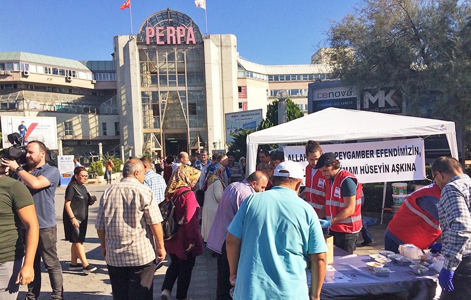 Kızılay ve Pergip Perpa'da aşure dağıttı