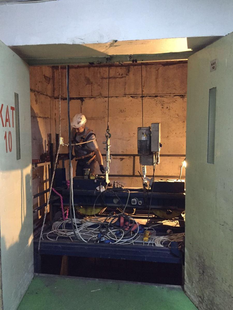 8 Numaralı Yük Asansörü Yenileniyor