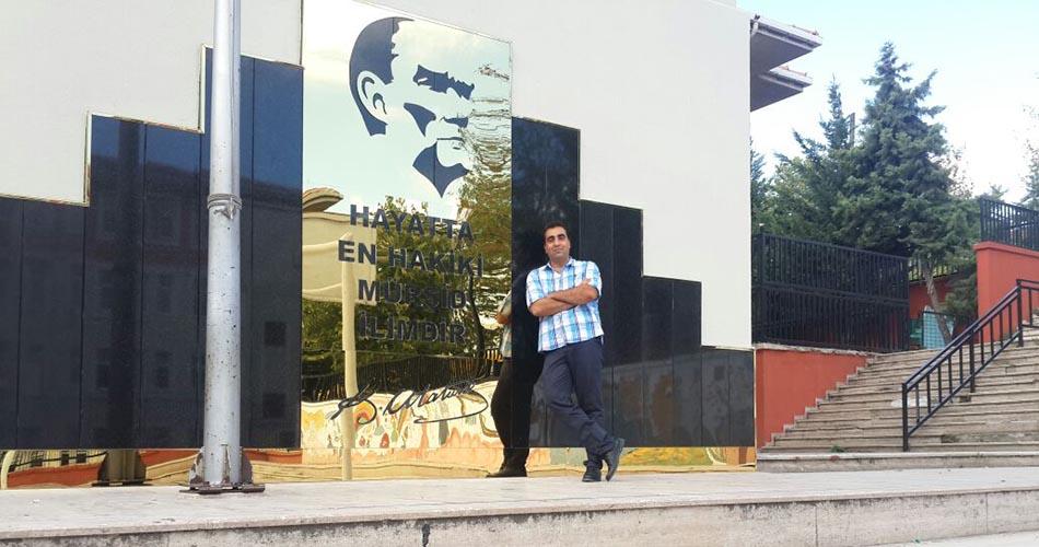 İlköğretim Okuluna Atatürk Büstü